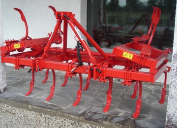 two rows cultivator with 15 vibrating square anchors