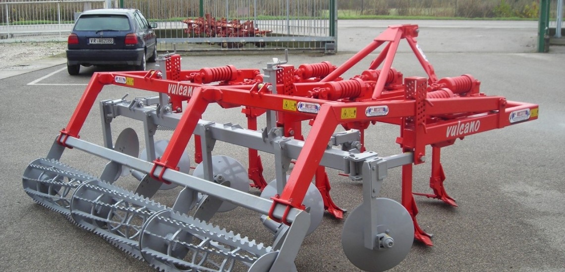 vulcano cultivator with 7 anchors and toothed roller